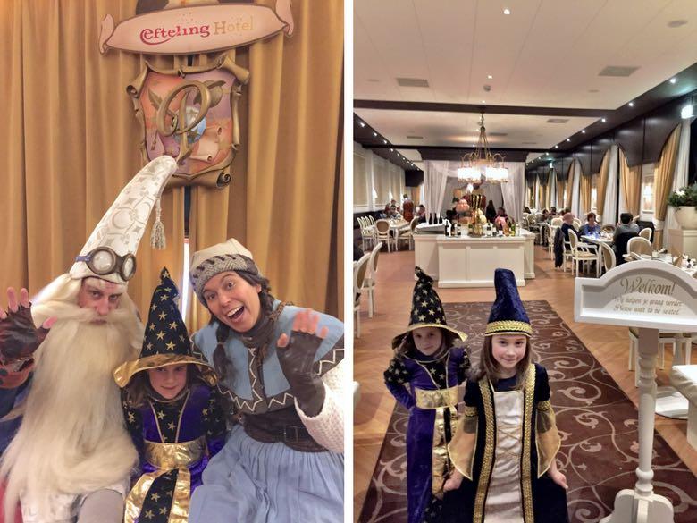 Twee kleine meiden in verkleedkledij ontmoeten Klaas Vaak en tonen het restaurant van het Efteling hotel