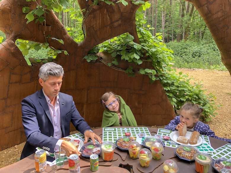 Picknicken tijdens een bezoek aan Kattevennen met het gezin