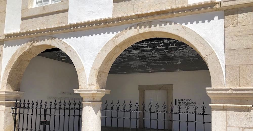 A visit to the Mercado de Escravos (Slave Market Museum) is one of the most recommended things to do in Lagos Algarve