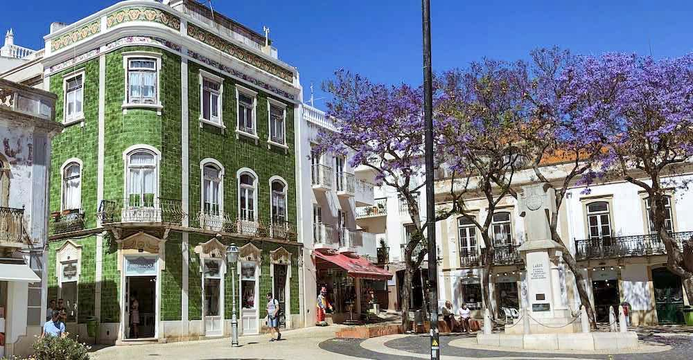 Having a drink at the Praça Luís de Camões is on of the essential things to do in Lagos Portugal