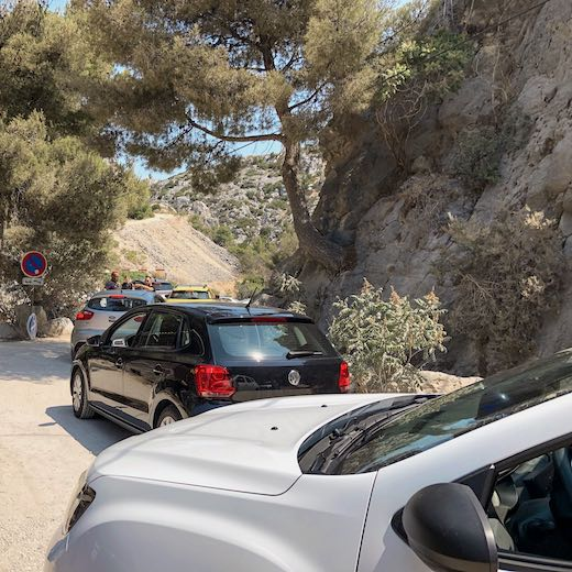 Cars queueing to enter the Cassis Calanques parking lot shortly past noon