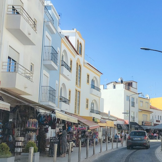 Carvoeiro restaurants and bars in Carvoeiro shopping street
