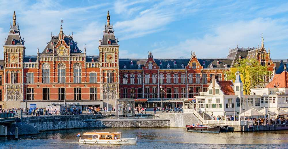 Amsterdam central station is the starting point for many Keukenhof tours