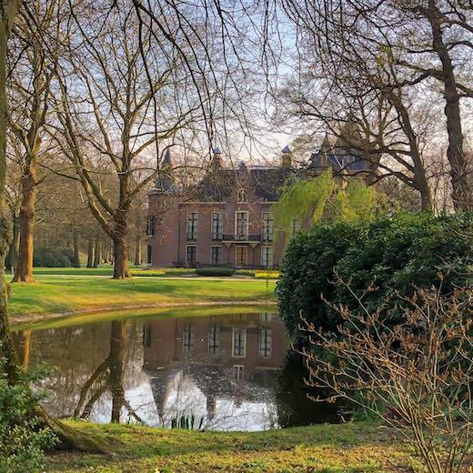 You don't need Keukenhof tickets to explore the grounds of the beautiful Keukenhof Castle and Park