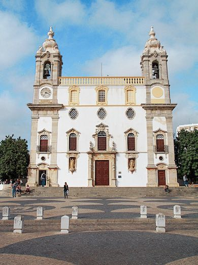 Visiting the Igreja do Carmo church is one of the best things to do in Portugal Faro