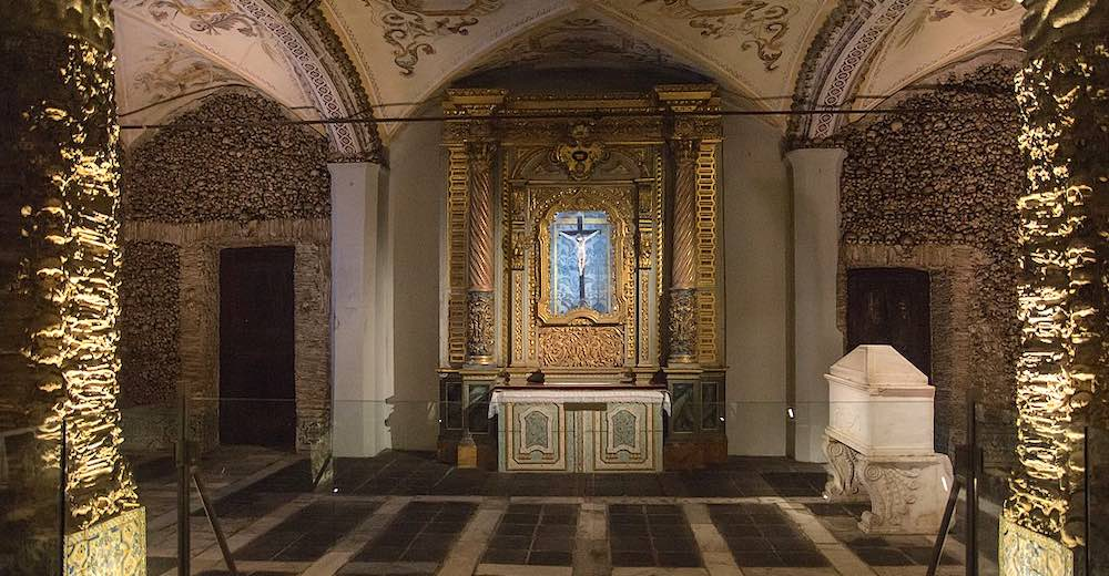 A day trip to Evora can be included in this itinerary, unless you choose to stay only 5 days in Portugal