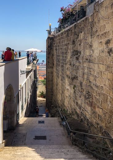 This Portugal itinerary 1 week starts in Lisbon