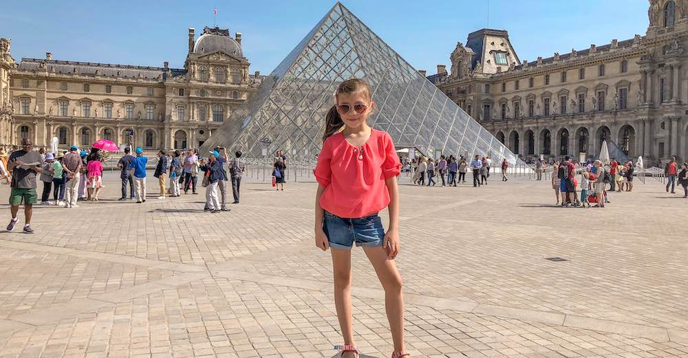 Little girls starting the second of her three days in Paris itinerary at the Louvre