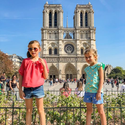 Two girls in front of the Notre Dame cathedral