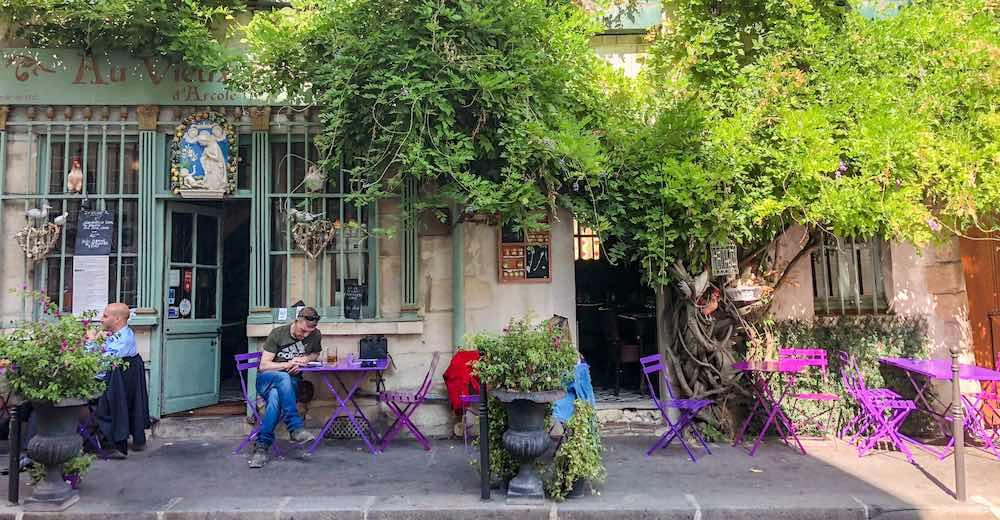Popular Parisian cafe