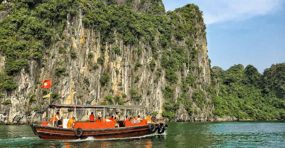 Boat cruising Halong Bay