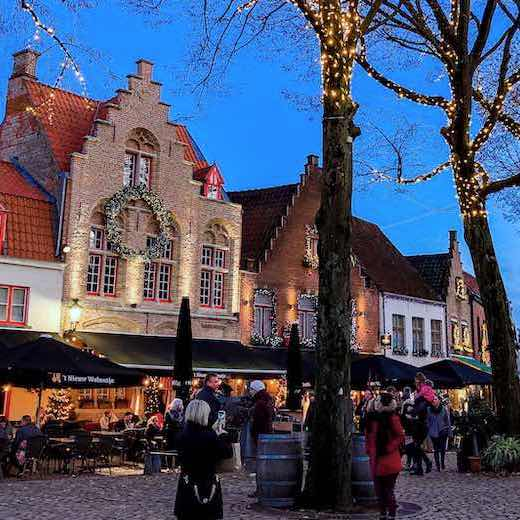Combine your visit to the Brussels Christmas market with one to the Christmas market in Bruges