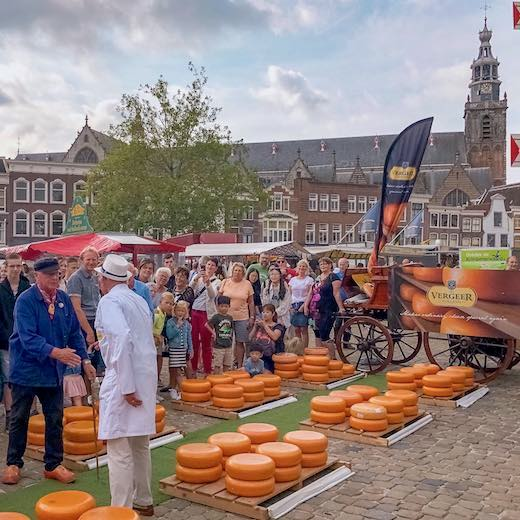 Combine your visit to Lisse with a visit to the Gouda cheese market