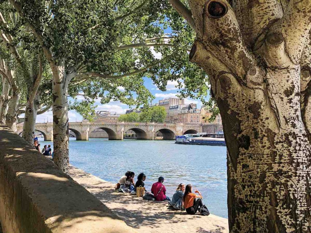 The Pont-Neuf is the oldest of all bridges in Paris